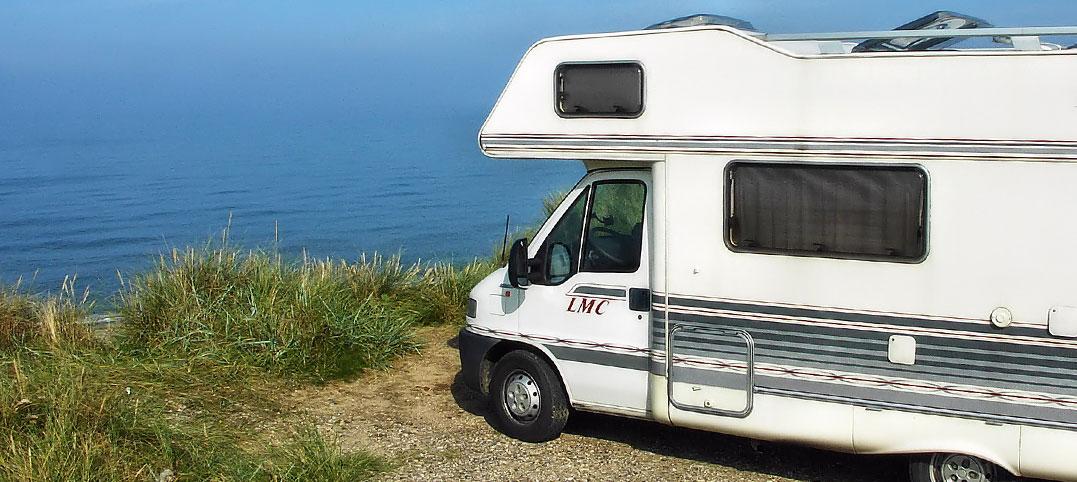Auch für kleine Budgets: mit dem Camper am Meer überwintern