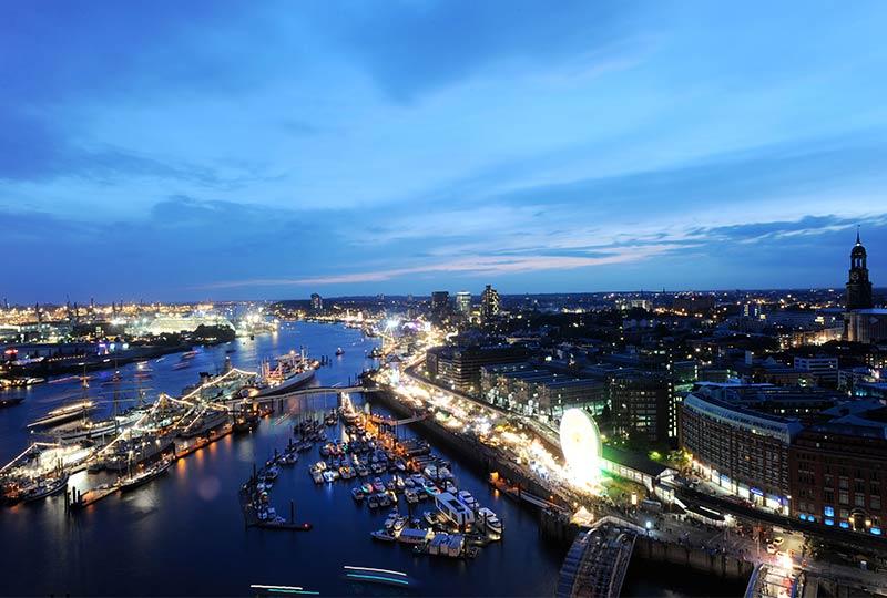 Hamburg, Panoramaansicht am Abend
