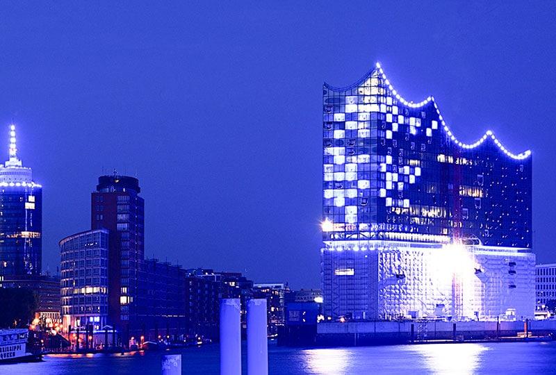 Hamburg, Elbphilharmonie bei Nacht