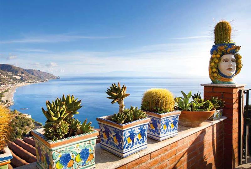 Atemberaubende Blicke auf das türkisblaue Meer