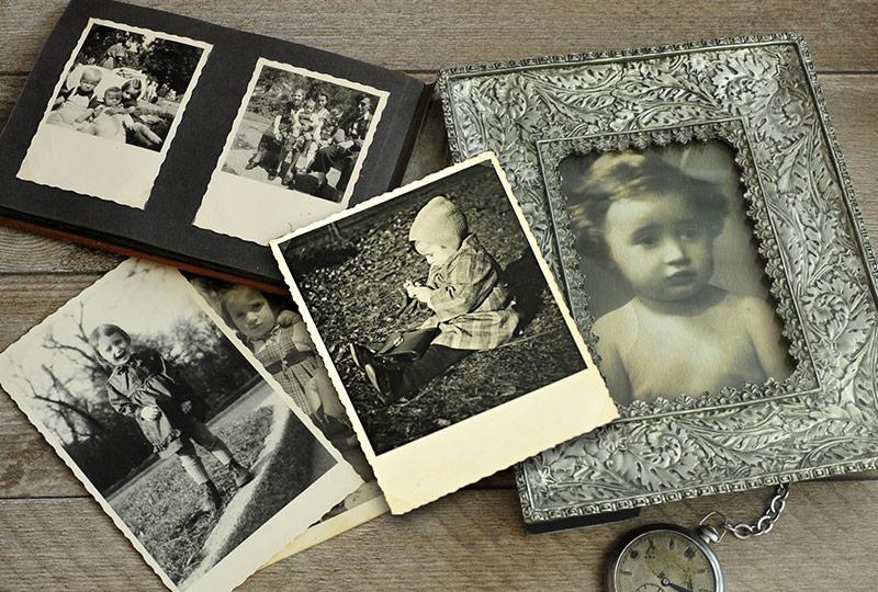 Ansicht alter Schwarz-Weiß-Fotos
