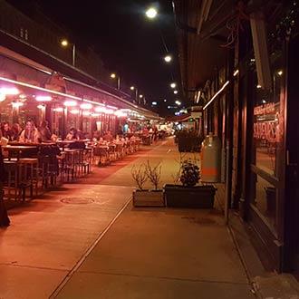 Naschmarkt: Lokale bei Nacht