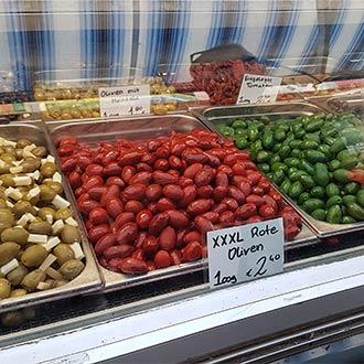 Naschmarkt Wien: bunte Oliven
