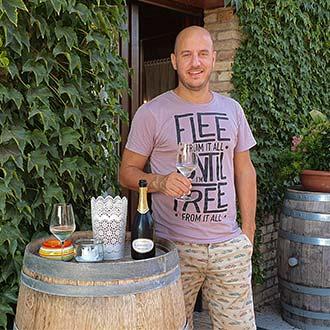Dino de Marchi, Weinbauer auf seinem Landgut