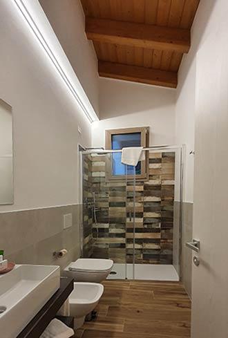 Modernes Bad mit allem Komfort