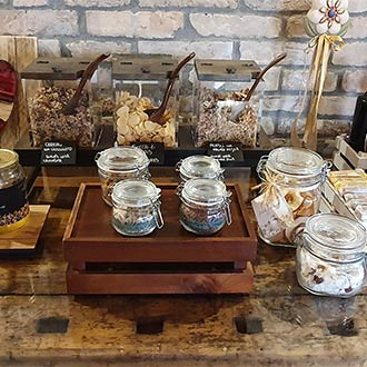 Frühstücksbuffet auf dem Bauernhof