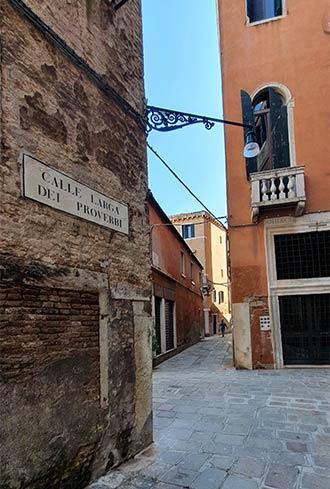 Leere Gasse in Venedig während Corona-Zeiten