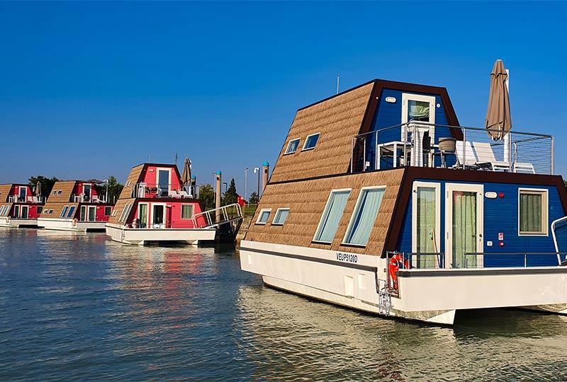 Floating Resorts