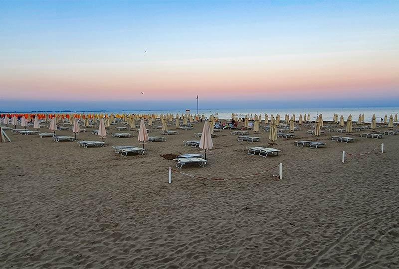 Leerer Strand in Lignano Sabbiadoro